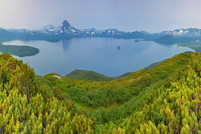 Панорама Курильского озера